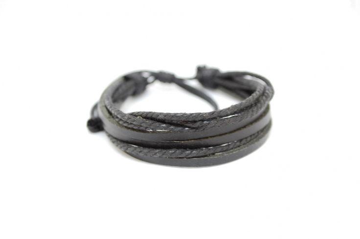 Черный плетеный браслет из кожи
