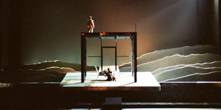 Tristan und Isolde (Act 3, Scene 1). Seattle Opera. Scenic design by Alison Chitty. 1998