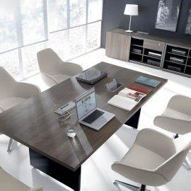 MITO doda klasy każdemu pomieszczeniu. Dwa rodzaje biurek, w wersji podstawowej i wzbogaconej o charakterystyczną szafkę, umożliwiają aranżowanie zarówno małych, jaki i dużych przestrzeni według indywidualnych potrzeb.