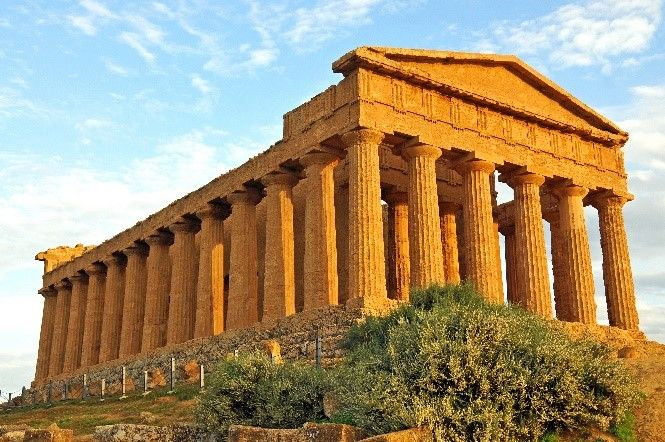Temple of Concordia, Agrigento | Towns to visit in Sicily | Essential Italy | http://www.essentialitaly.co.uk/blog/4-often-overlooked-towns-you-should-visit-while-in-sicily/