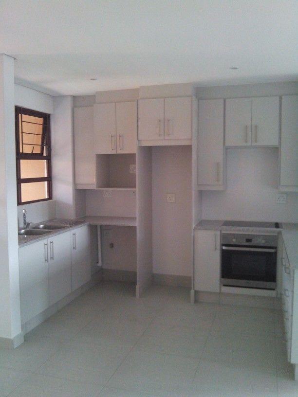 Windsor Grey melamine kitchen, Silver Sardo granite