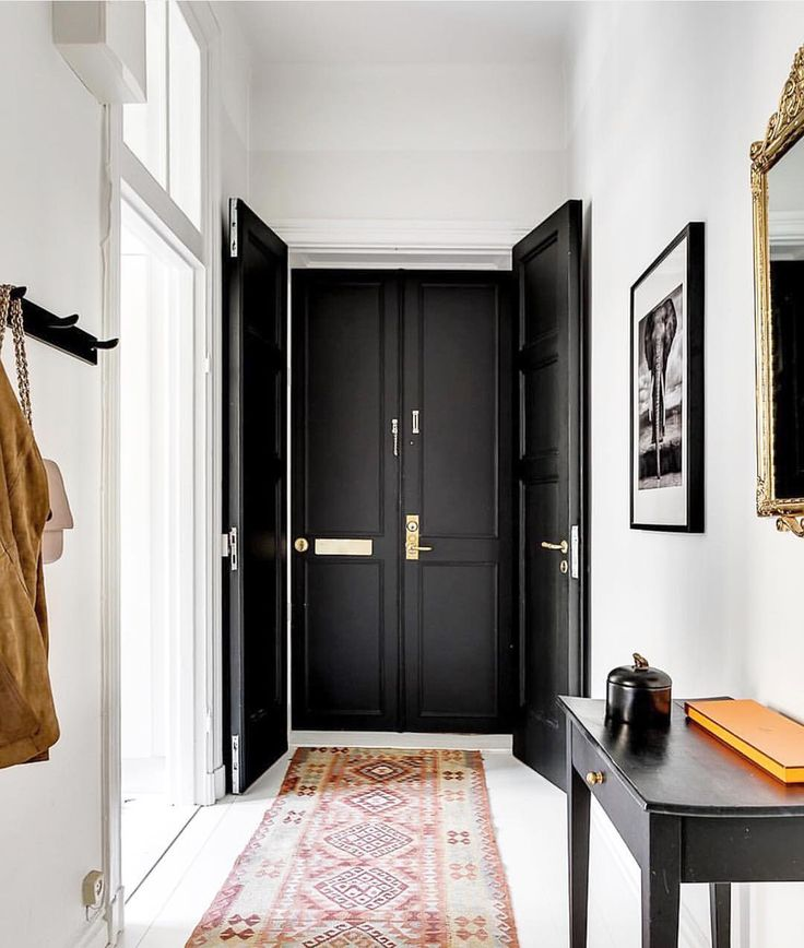 "976 tykkäystä, 16 kommenttia - Residence Design (@residencedesign) Instagramissa: ""Don't you just love black doors? We do, especially with white walls to further the dramatic effect.…"""