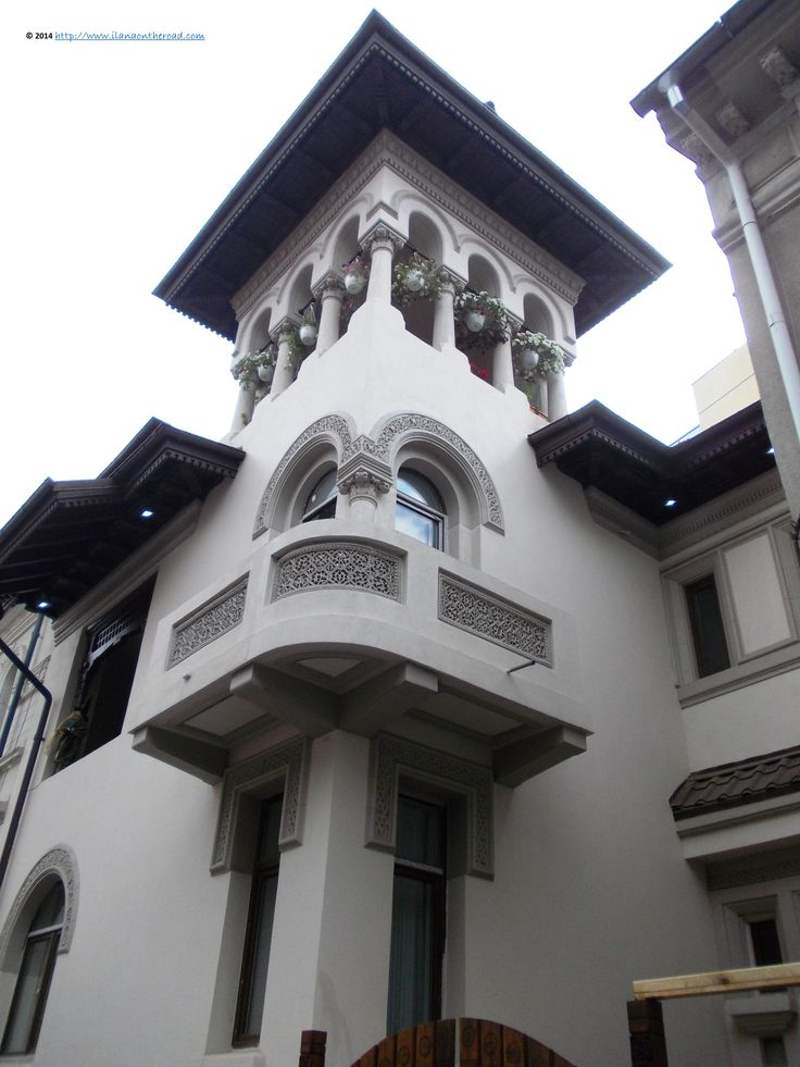 Traditional architecture in the central area. The style is the Romanian Brancovenesc, which combines traditional folk art motives with inspiration from religious constructions.