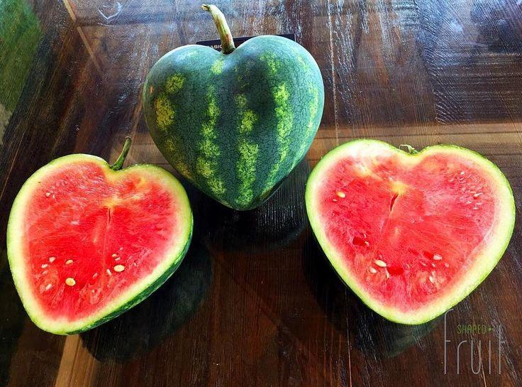 Kalbimizi size açtık Günaydın!  #shapedfruit #şekillimeyveler #kalpkarpuz #love