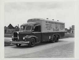 Un camion frigorifique H. Claudel (Normandie - Côte d'Azur) / J. Besnard (Saint-Lô). 1950-1960