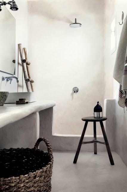 1/2 baño, muy burdo el mueble en cemento, y el lavabo encima.