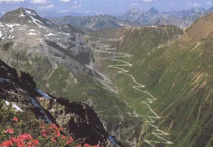 Cent'anni di Giro d'Italia e non sentirli Nel bel mezzo della sfida tra Nibali, Quintana, Dumoulin, Pinot ecco un articolo su www.jeuneurope.com che ripercorre la storia e la bellezza del Giro d'Italia. La Corsa Rosa, manifestazione unica pe #girod'italia #ciclismo #sport