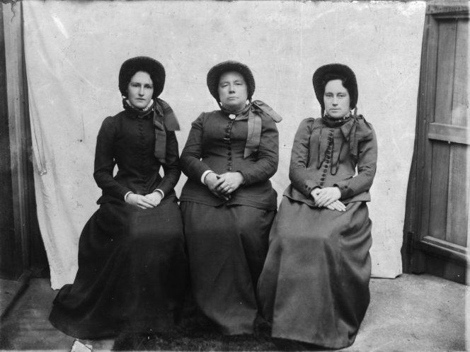 Annie Rudman with her daughters Eva Cowdrey and Alice Horn, dressed in Salvation Army uniform