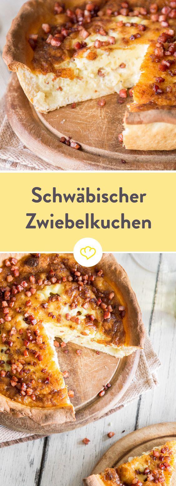 Nur echt mit Hefeteig, Kümmel und Sahne! Der schwäbische Zwiebelkuchen ist so ein Klassiker, der einfach immer geht. Vor allem frischgebacken aus dem Ofen.