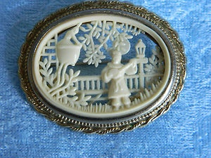 dating celluloid jewelry Absolutely gorgeous antique french ivory celluloid jewelry box & ring display dating from the 1930s french ivory is an early manmade material created to.