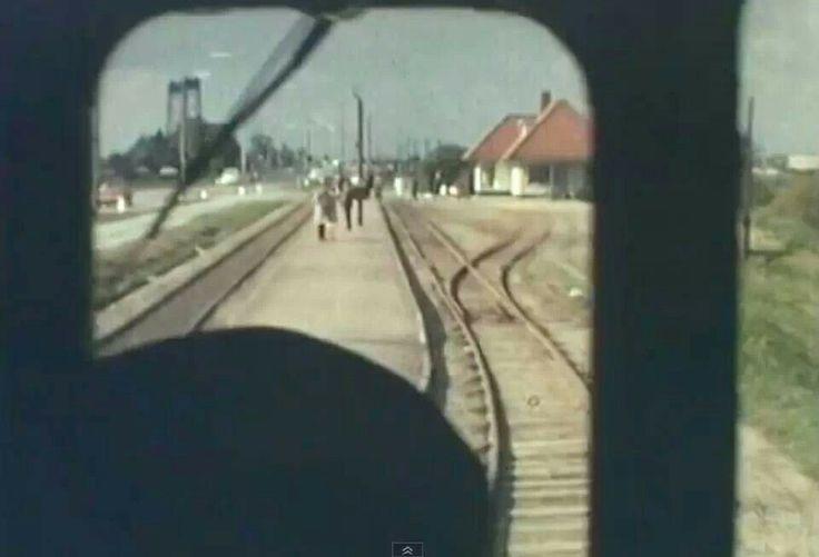 Met het moordenaartje naar het stationnetje van Hoogvliet.