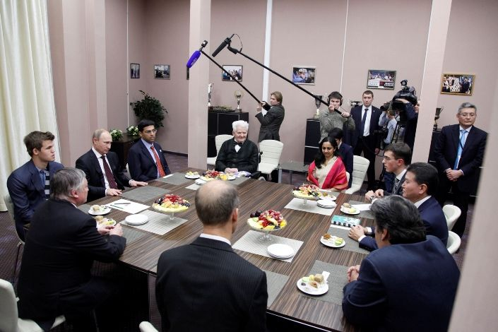 O alta postura macho a lui Putin: aici s-a inconjurat cu 4 campioni mondial la #sah