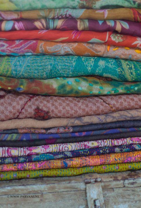 Wollen en zijde sjaals uit India in prachtige kleuren en dessins.