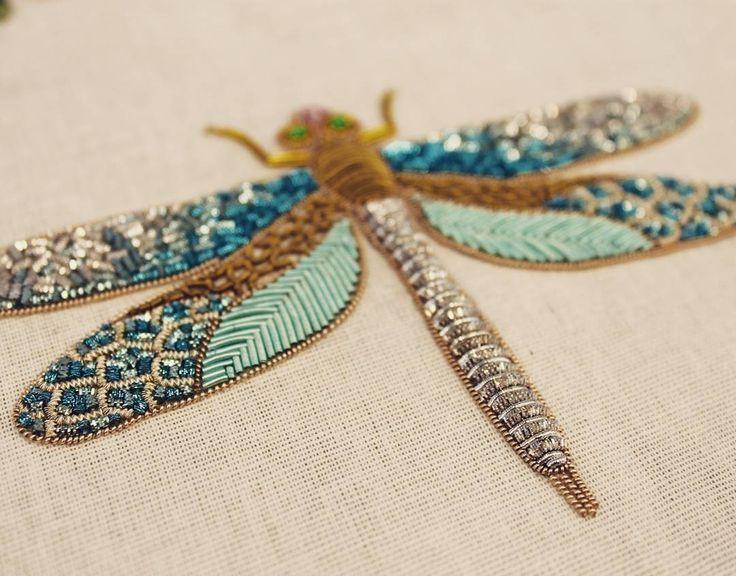 Разноцветная стрекозка вот-вот упорхнет из нашей мастерской В вышивке использова
