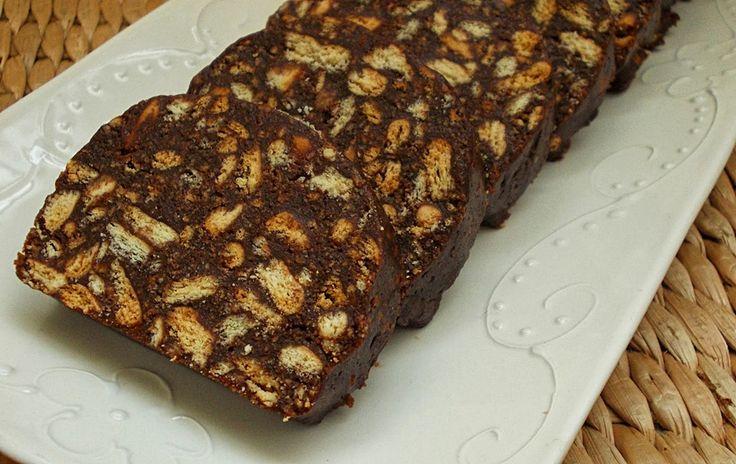 Salame De Chocolate (Com Nesquik e Menos Manteiga) - http://www.sobremesasdeportugal.pt/salame-de-chocolate-com-nesquik-e-menos-manteiga/