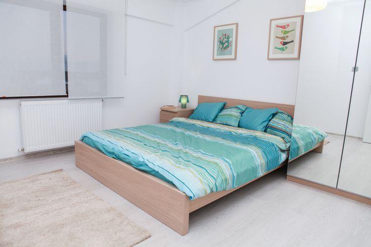 Dormitorul Matrimonial asa cum ai Visat! Pentru mai multă căldură am folosit mobilier în culoarea lemnului de stejar, iar accentele de turquoise sunt în tonuri mai deschise.