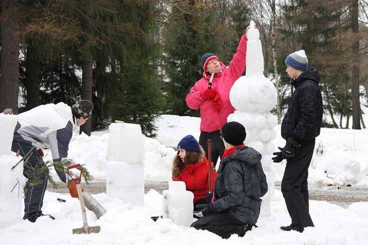 Lumiveistospajassa pääsee tekemeään käsillä, tutustuu uusiin ihmisiin ja saa nauttia raikkaasta ulkoilmasta. Oulu (Finland)