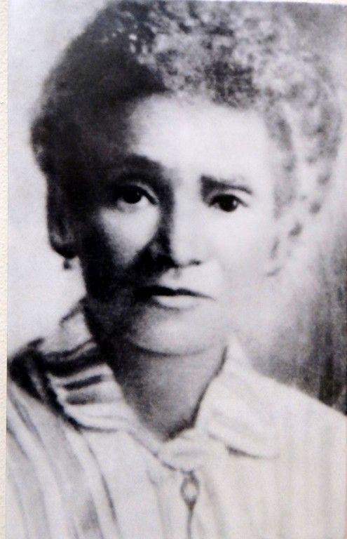 """La abuela de Alex Haley """"Queen"""", que nació de una madre esclava africana y un hijo blanco llamado Jackson, de la Plantación Cypress en Alabama. Se le dio el apellido de Jackson y después de la guerra se casó con Alex Haley (abuelo) del joven Alex Haley."""