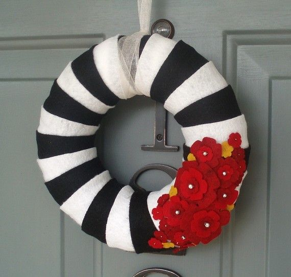 Halloween Wreath | Perfect wreath for front door / porch / patio. ETSY's best. Strips of felt layered around wreath to create striped pattern.  DIY black & white fall home decor ideas.