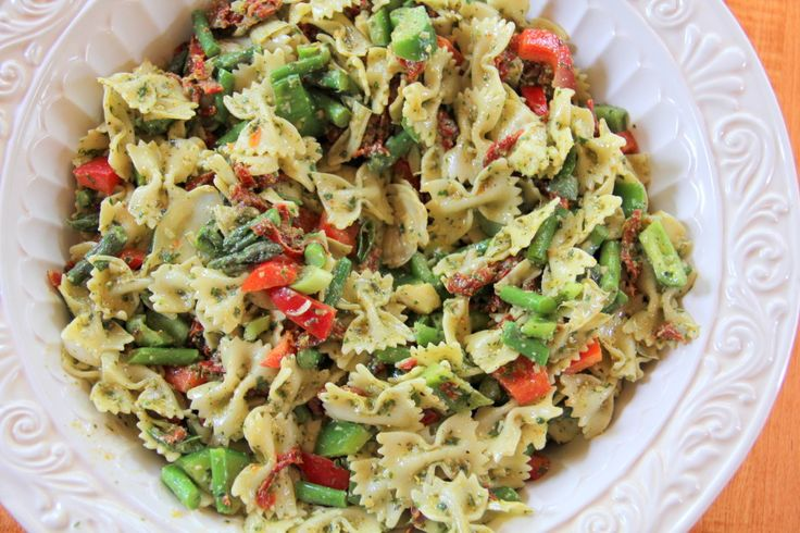 This delicious recipe for Chicken Spinach Pesto Pasta Salad recipe is wonderful, with peas, bell peppers and farfalle in a creamy dressing. Description from blinkfashion.tk. I searched for this on bing.com/images