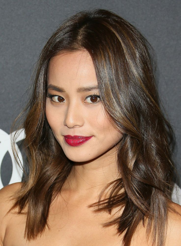 Jamie Chung: Audi's pre-Golden Globes party 2015. Dark lashes and cherry red lips.