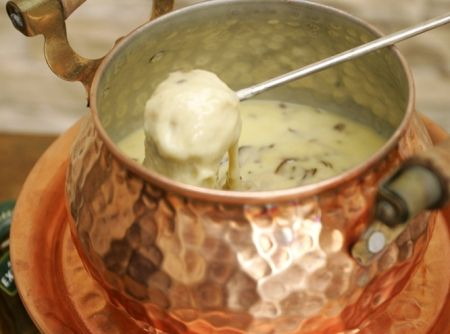 Fondue de Queijo com Shitake e Mini Batatas -