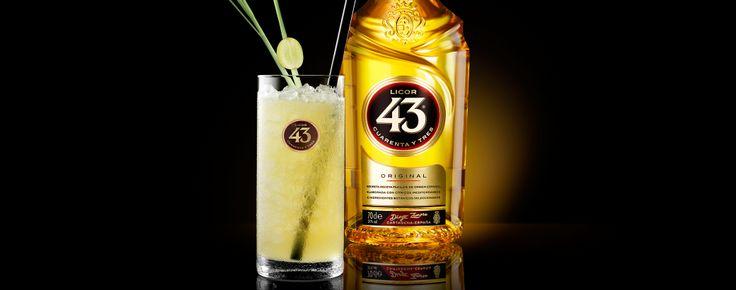 De smaken van Licor 43 en luxe witte rum komen samen in deze druivencocktail. Een garnering van citroengras en druiven geeft een exotische look.