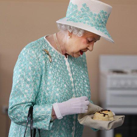 Kein Knoblauch für die Queen (87) und Grissinis für ihre Corgis. Wenn Queen Elizabeth wieder einmal eine Stellenanzeige auf ihrer Webseite