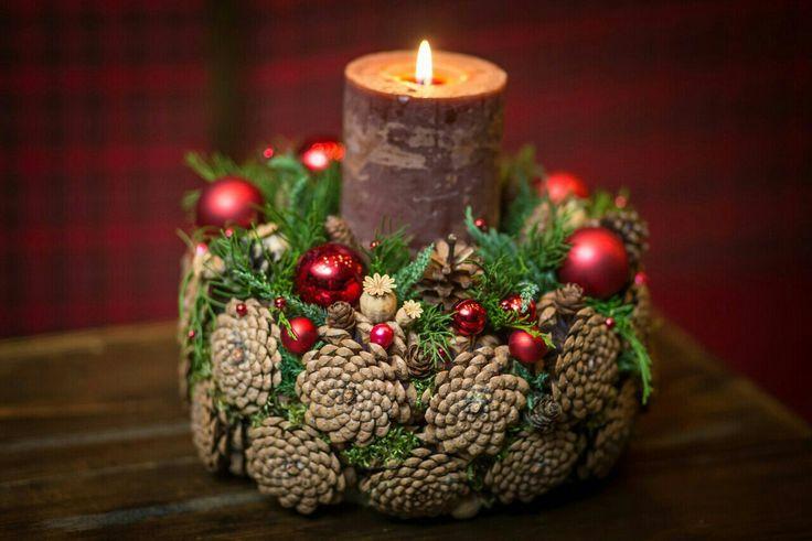 Couronne de Noël en pomme de pin