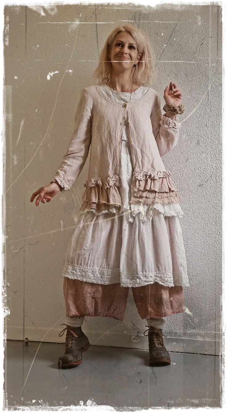 Magnolia Pearl Cecilia Dress in celestial + MP Boots Bojangles in Sketch + MP Pants Amabel Railroad Britches + Veste lin rose Les Ours <3
