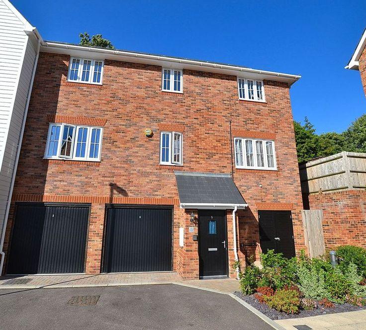 FOR SALE  2 bed maisonette on gated development in #Orpington  http://www.vincentchandler.co.uk/properties-for-sale/property/7069604-beaufort-place-orpington