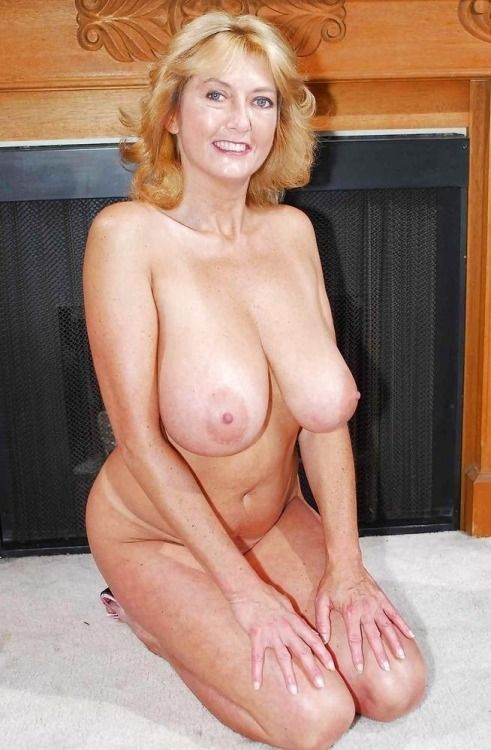 Older Woman With Huge Tits 43
