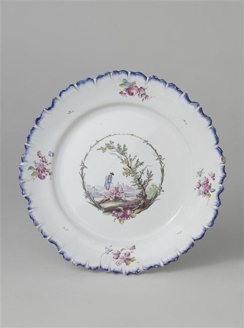 Assiette en faience du 18e siecle de la Manufacture de Sceaux - Réunion des Musées Nationaux-Grand Palais (Sevres, Cite de la Céramique)