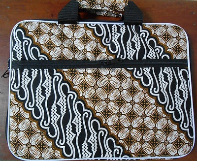 "$23.85  Batik Indonesia soft case for 14"" Laptop patterned 04  Dimension approximate: Length: 35.6cm(14 inch) Width: 26cm(10,2 inch) Depth : 2cm(0,78 inch)  material : cotton and polyester"