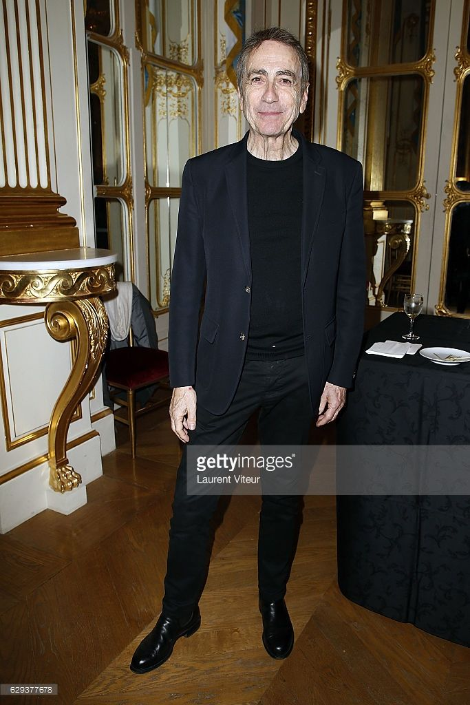 Singer Alain Chamfort attends the Ceremony of Actor Hugues Quester, Actress Catherine Arditi and Manager of Theater Pascale Boeglin-Rodier decorated on December 12, 2016 in Paris, France.