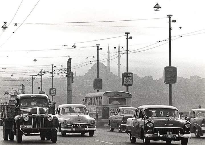 Galata Köprüsü üzerinde trafik (1969) #istanlook #nostalji #birzamanlar