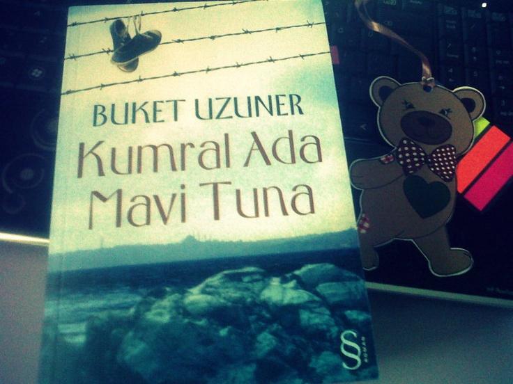 """""""Birisini sevmekle gelen o inanılmaz hoşgörünün gücü azaldığında, ayrıntılar bile batar insana...""""    —Buket Uzuner / Kumral Ada Mavi Tuna"""
