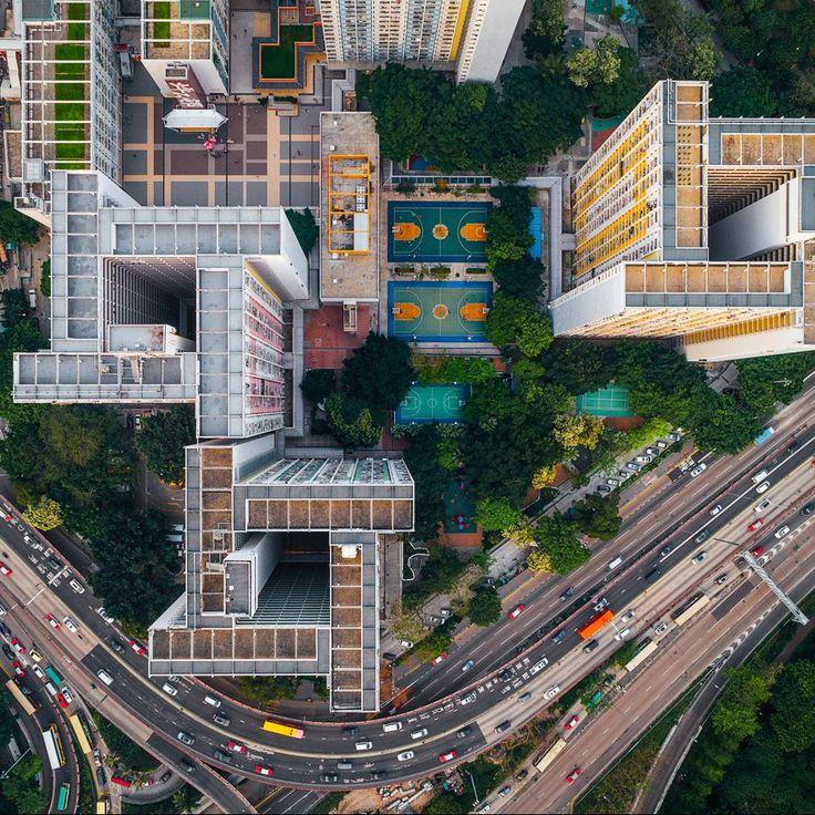 Conhecida como a cidade murada de Kowloon, este distrito de Honk Kong era o lugar mais povoado do mundo antes da sua destruição em 1992. Hoje, o fotógrafo Andy Yeung, que mora em Hong Kong, se insp…