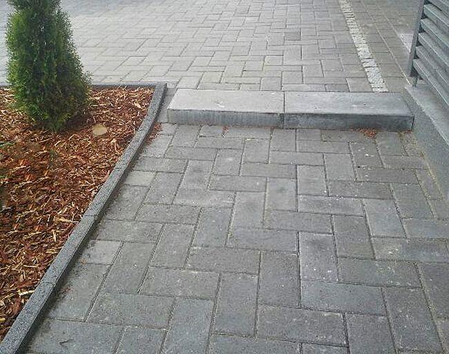 Kivestä on moneksi, se antaa pihaan näyttävyyttä ja kestävyyttä. Kivestä luodut yksityiskohdat tekevät pihastasi yksilöllisen. Aalman Oy - kivityöt, p. 0400 159 434 Mika Suhonen www.aalman.fi