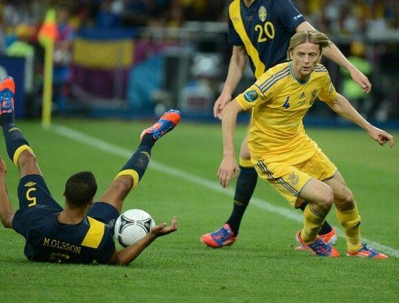 Ukraine 2 Sweden 1 in 2012 in Kiev. Anatoliy Tymoshchuk beats Martin Olsson in Group D at Euro 2012.