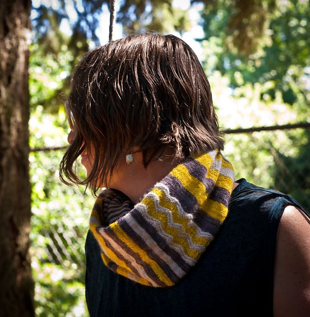 Ravelry: Mellow Grellow Cowl pattern by Shannon Squire