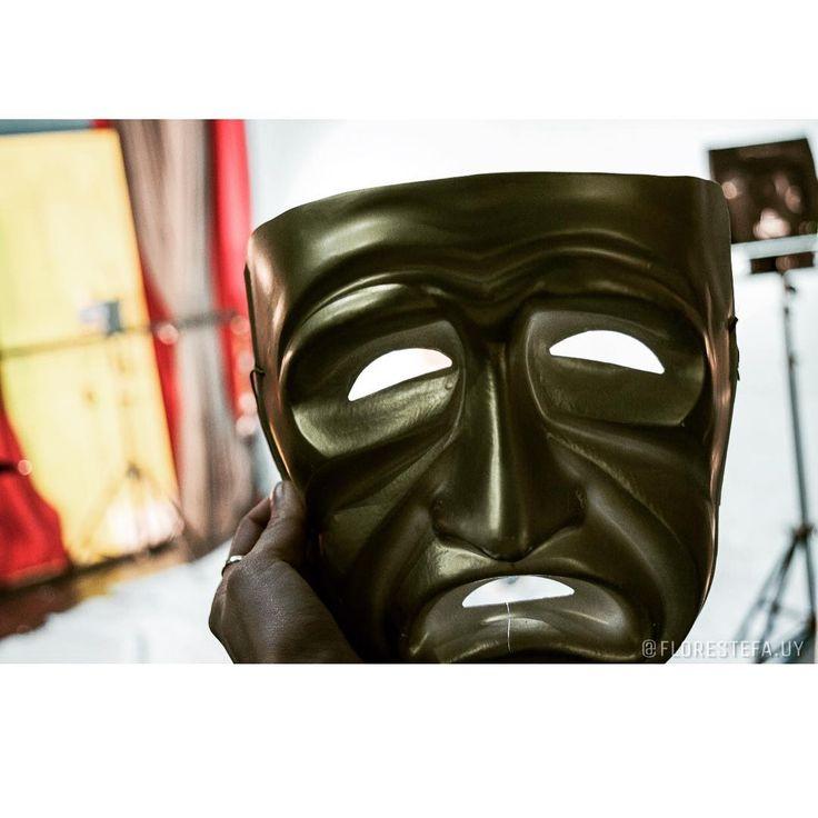 #mascara #mask #sad #tristeza #estudio #fotografia #foto #photo #photography #photographer #student #estudiante #hand #mano #tripode http://butimag.com/ipost/1554744895447599323/?code=BWTkD65gYjb