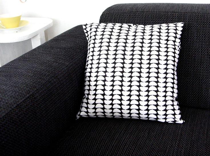 die besten 25 kissen schwarz wei ideen auf pinterest schwarze und wei e kissen schwarz wei. Black Bedroom Furniture Sets. Home Design Ideas