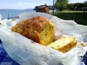 Ricetta facile: il plumcake salato Picnic del 1° maggio in fase di organizzazione?!? Tavolini, sedie, frigo, pallone, plaid e termos sono pronti. Una nuova destinazione è in fase di valutazione e, allora, che sia mare, montagna o ca #ricetta #cucina