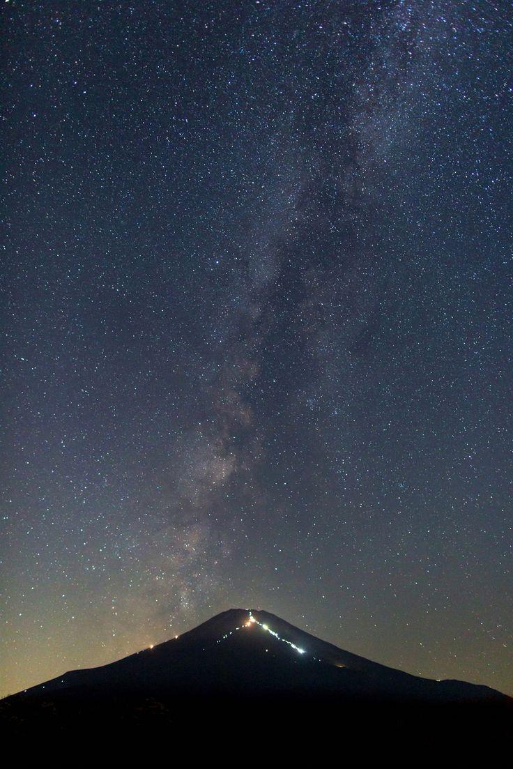 富士の頂上から、天を目指し登っていく龍のようにみえた 天の川・ミルキーウェイ☆