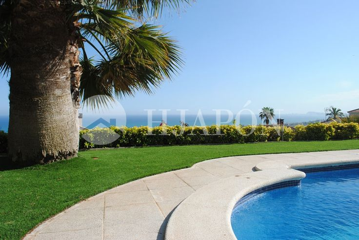 Property with sea views with two pools and lift in the Maresme.