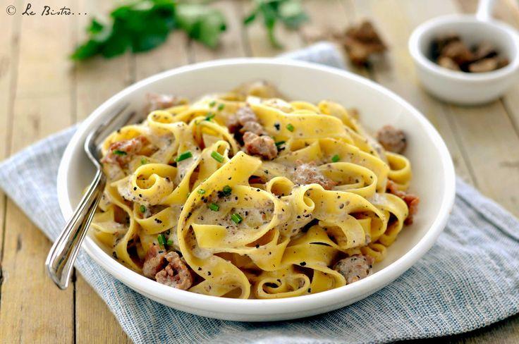 La Tagliatelle alla norcina sono un primo piatto buonissimo. Tipico della città di Norcia, un piatto con ingredienti d'eccellenza tutti italiani.