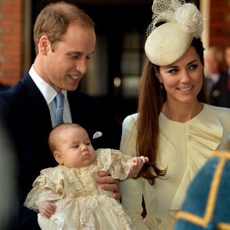 Bei der britischen Königsfamilie dreht sich dieses Jahr an Weihnachten alles um Prinz George. Prinz William (31) und Herzogin Catherine (31) wurden im Juli Eltern eines kleinen Sohnes, der bald sein erstes Weihnachten mit Queen Elizabeth II. und dem Rest…