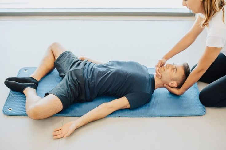5 Dicas para melhorar a postura no dia-a-dia  http://personaltrainers.com.pt/artigo/215/5-dicas-para-melhorar-a-postura-no-dia-a-dia