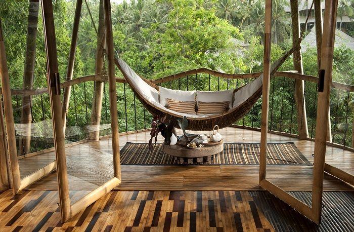 Casa de bambu na floresta